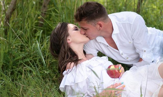 Sensational Kissing Effects